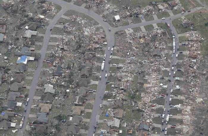 Наслідки потужного торнадо в Оклахомі, США. Вид зверху (24 фото)