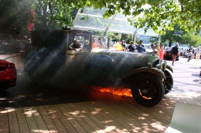 Пожежа під час аукцина дорогих суперкарів (10 фото)