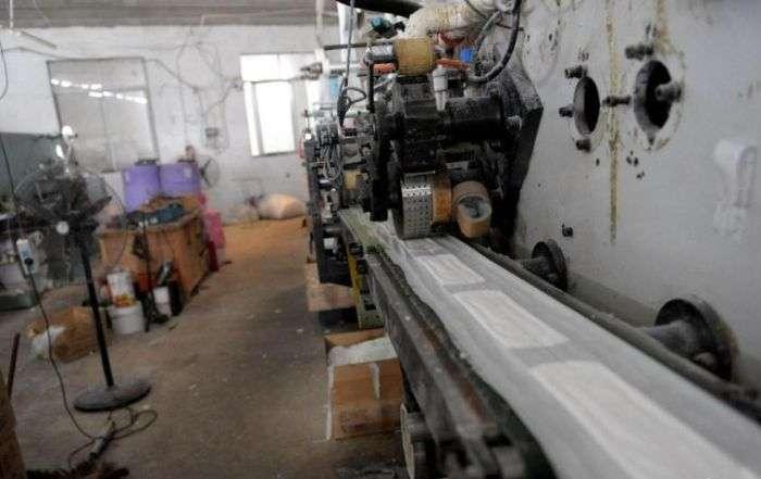 Китайський завод підроблених гігієнічних прокладок (7 фото)