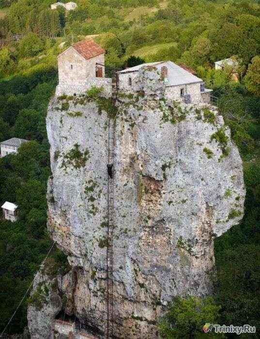 Усамітнення з Богом на висоті 40 метрів (17 фото)