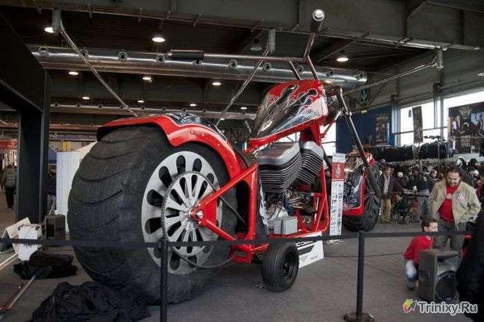 Величезний мотоцикл з 5.7-літровим двигуном (38 фото)