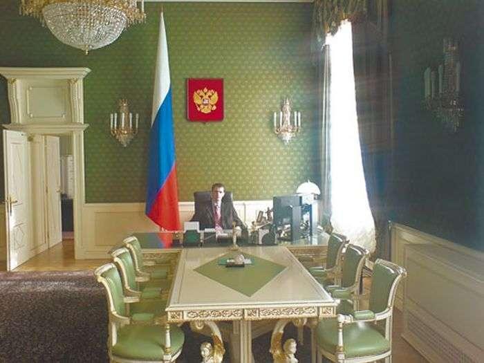 Понти в кабінеті президента РФ (2 фото)
