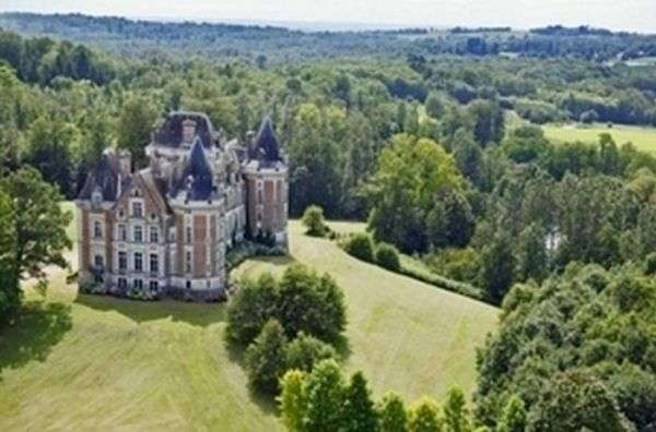 Величні замки, які коштують менше квартир в Росії (26 фото)