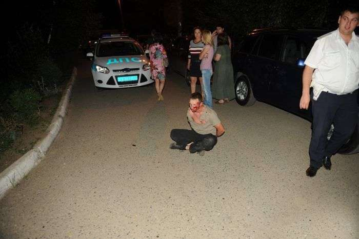 Пяний стрітрейсер йшов від поліцейської погоні по дворах (11 фото)