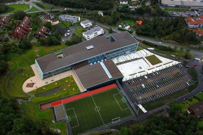 Високотехнологічна школа в Норвегії (15 фото)
