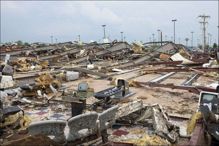 Наслідки потужного торнадо в Оклахомі, США (23 фото)