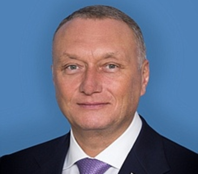 Тульский сенатор Дмитрий Савельев потратил более 10 миллионов рублей на юбилей жены. знаменитости
